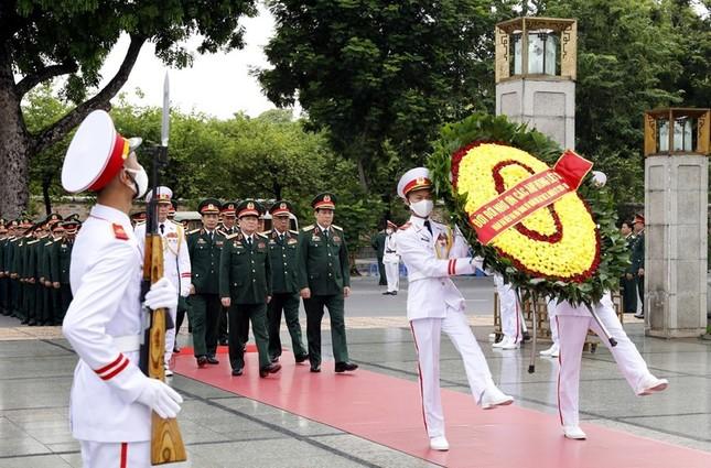 Đoàn đại biểu dự Đại hội Đảng bộ Quân đội vào Lăng viếng Bác ảnh 6