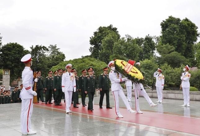Đoàn đại biểu dự Đại hội Đảng bộ Quân đội vào Lăng viếng Bác ảnh 8
