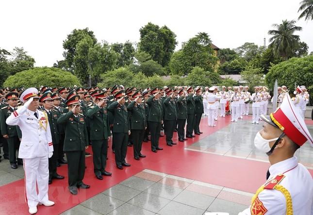 Đoàn đại biểu dự Đại hội Đảng bộ Quân đội vào Lăng viếng Bác ảnh 9