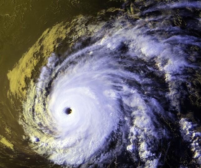 Cơn bão nào sau đây giữ hai kỉ lục có đường đi dài nhất và có thời gian hoạt động lâu nhất hành tinh?