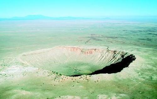 Tảng thiên thạch lớn nhất từng được ghi nhận trong lịch sử có kích thước khoảng bao nhiêu km?