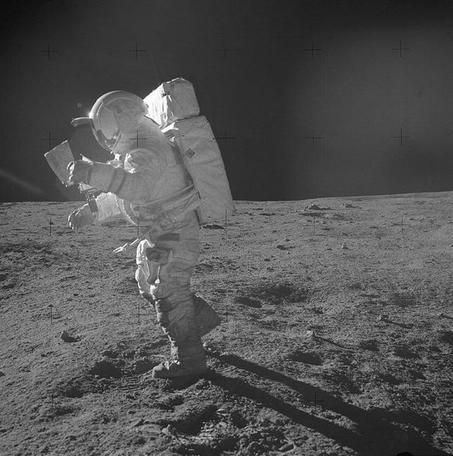 Nước nào trở thành nước thứ 2 sau Mỹ cắm cờ trên Mặt trăng?