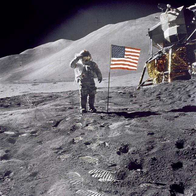 Cho đến nay đã có bao nhiêu người bước lên Mặt Trăng?