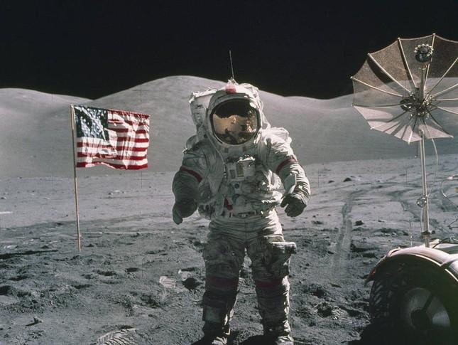 Người Mỹ đầu tiên vào vũ trụ vào năm nào?