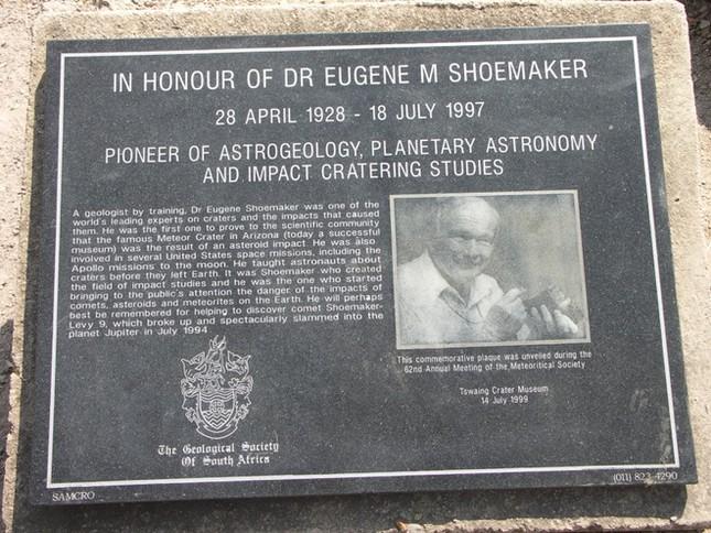 Ai là người đã có ý tưởng đưa tro cốt của nhà khoa học Eugene Merle Shoemaker trên Mặt Trăng?
