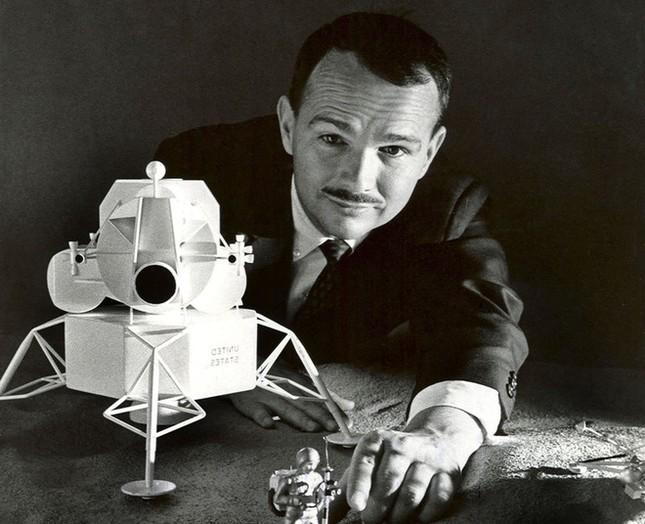 Nhà khoa học là người duy nhất được an táng trên Mặt Trăng là ai?