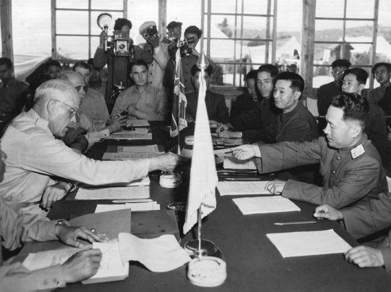 Năm 2021 kỷ niệm bao nhiêu năm thỏa thuận ngừng bắn trên bán đảo Triều Tiên được ký?
