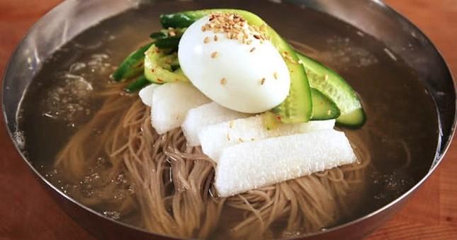 Món mì lạnh nổi tiếng của Triều Tiên tên là gì?