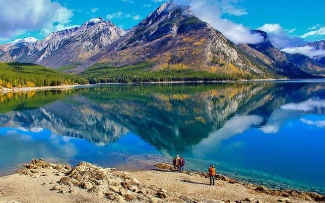 Quốc gia nào sở hữu nhiều hồ nhất thế giới?