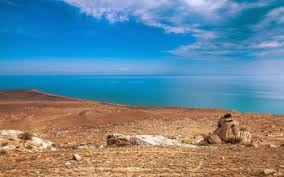 Hồ nước nào sau đây lớn nhất thế giới?