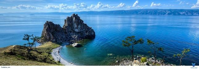 Hồ nước ngọt nào lớn nhất thế giới về thể tích và cũng là hồ sâu nhất và lâu đời nhất thế giới?