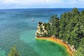 Hồ nước ngọt nào sau đây có diện tích lớn nhất thế giới?