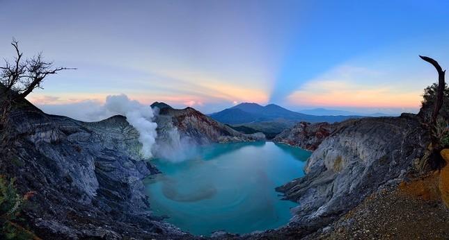 Hồ Kawah mang màu nào đặc trưng?