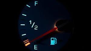Việc hết xăng trên xa lộ sẽ khiến bạn bị phạt khi tham gia giao thông ở nước nào?