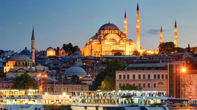 Thành phố nào nằm ở hai châu lục, thường bị nhầm là thủ đô Thổ Nhĩ Kỳ?