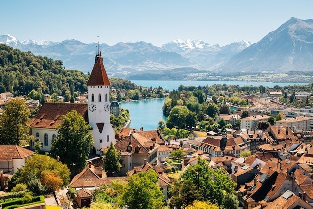 """Thủ đô Thụy Sĩ được mệnh danh là """"thành phố của những chú gấu"""". Đó là thành phố nào?"""