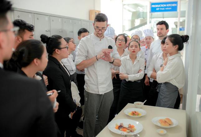 Liên thông 1 năm tại Việt Nam, nhận bằng Cử nhân Quản trị nhà hàng của ĐH CY Cergy-Paris ảnh 1