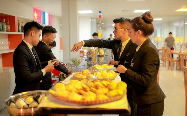Liên thông 1 năm tại Việt Nam, nhận bằng Cử nhân Quản trị nhà hàng của ĐH CY Cergy-Paris ảnh 2