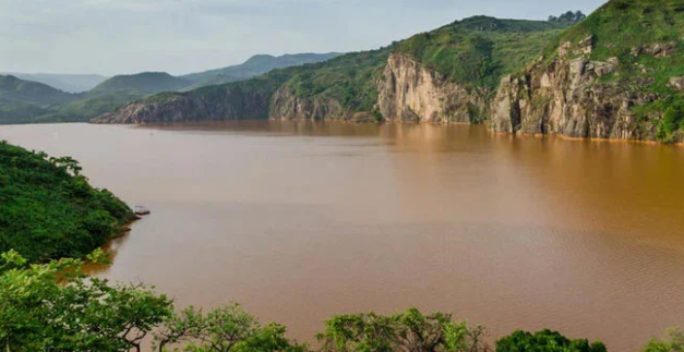 Những sông, hồ nào chỉ đứng cạnh cũng có thể chết người? ảnh 1