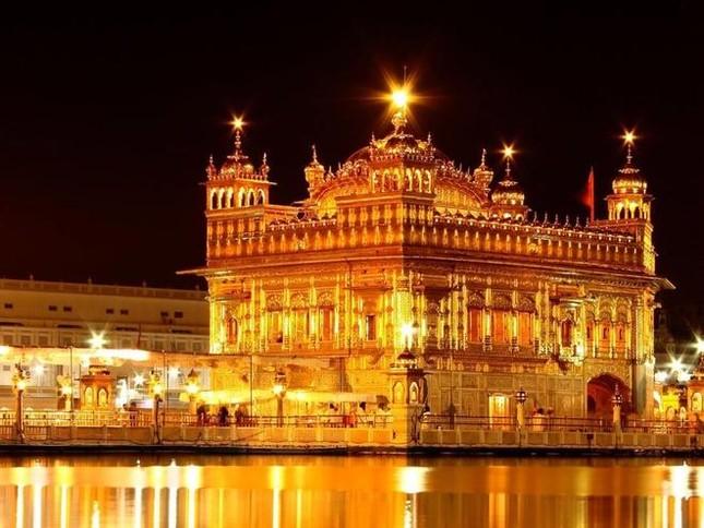 Ngôi đền được dát 100 kg vàng ở Ấn Độ có tên là gì?
