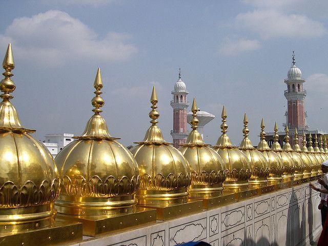 Đền Harmandir Sahib sở hữu công trình nào lớn nhất thế giới?