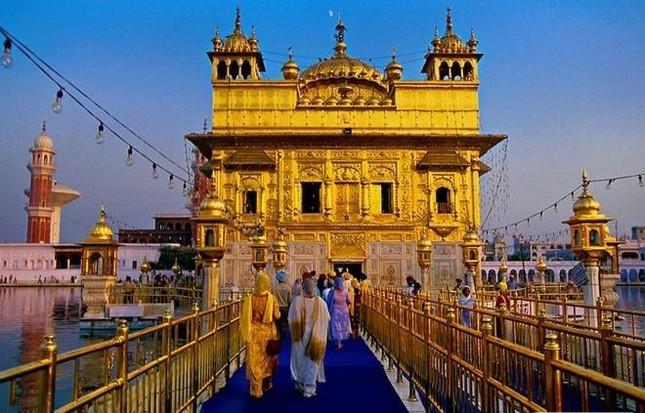 Theo ngôn ngữ của người Sikh, Harmandir Sahib có nghĩa là gì?