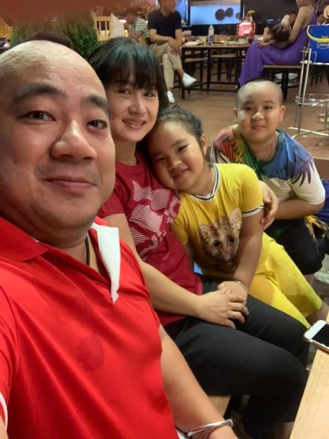 Hiếu Hiền xác nhận vợ mang bầu lần 3, dàn sao Việt hào hứng chúc mừng ảnh 1