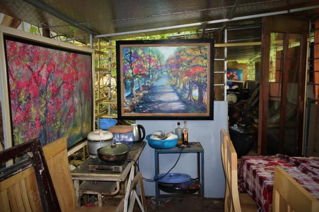 Mong muốn giản dị của họa sĩ nghèo bán tranh trên cầu Long Biên ảnh 4