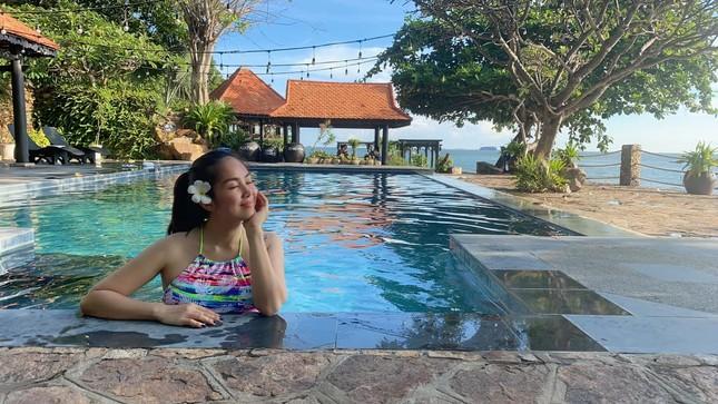 Nỗ lực giảm tận 30kg, diễn viên Lê Phương tự tin thả dáng nuột nà bên bể bơi ảnh 4