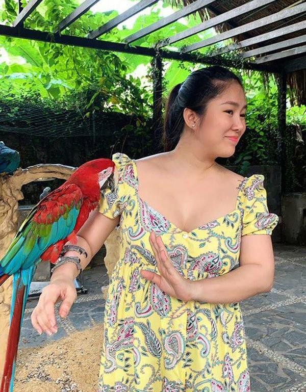 Nỗ lực giảm tận 30kg, diễn viên Lê Phương tự tin thả dáng nuột nà bên bể bơi ảnh 1