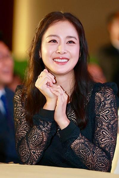 Kim Tae Hee tái xuất với hình ảnh mới sau khi bị bóc trần nhan sắc già nua ở tuổi 40 ảnh 3