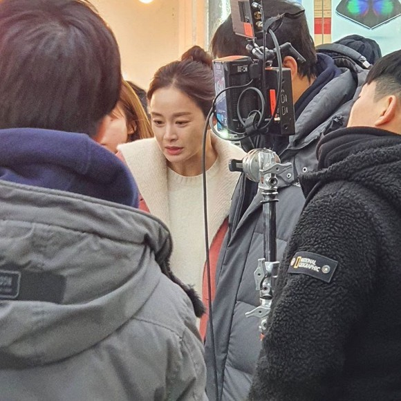 Kim Tae Hee tái xuất với hình ảnh mới sau khi bị bóc trần nhan sắc già nua ở tuổi 40 ảnh 7