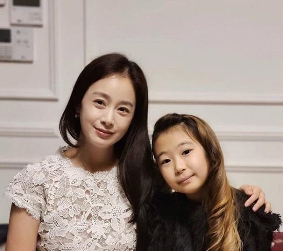 Kim Tae Hee tái xuất với hình ảnh mới sau khi bị bóc trần nhan sắc già nua ở tuổi 40 ảnh 5