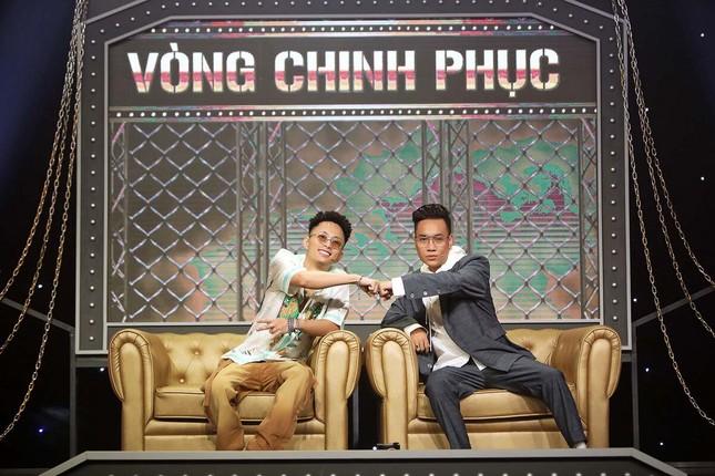 Những cử chỉ tình tứ của bộ đôi giám khảo Rap Việt khiến ai nấy đều 'đứng ngồi không yên' ảnh 1