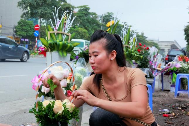 Làng Tây Tựu bận rộn, giá hoa tăng cao cận ngày 20/11 ảnh 7