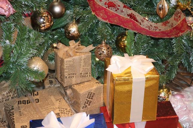 Nam thanh, nữ tú nhộn nhịp lên phố Hàng Mã trước thềm Giáng Sinh ảnh 7
