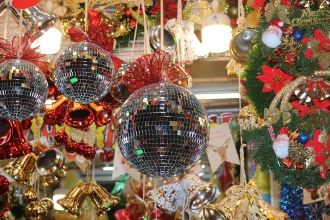 Nam thanh, nữ tú nhộn nhịp lên phố Hàng Mã trước thềm Giáng Sinh ảnh 12