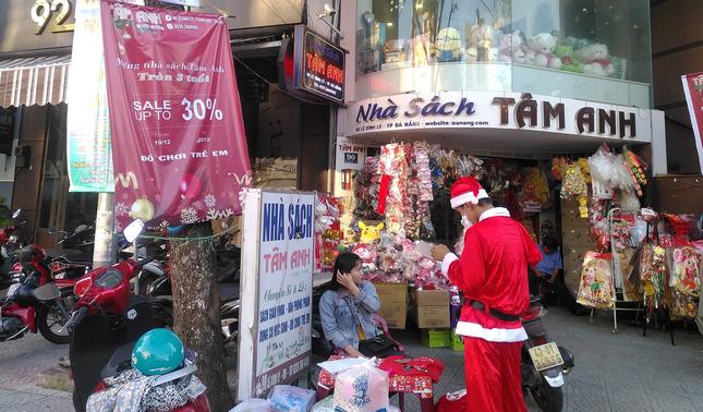 Đến hẹn lại lên, dịch vụ cho thuê ông già Noel lại 'hot' mùa Giáng Sinh ảnh 1
