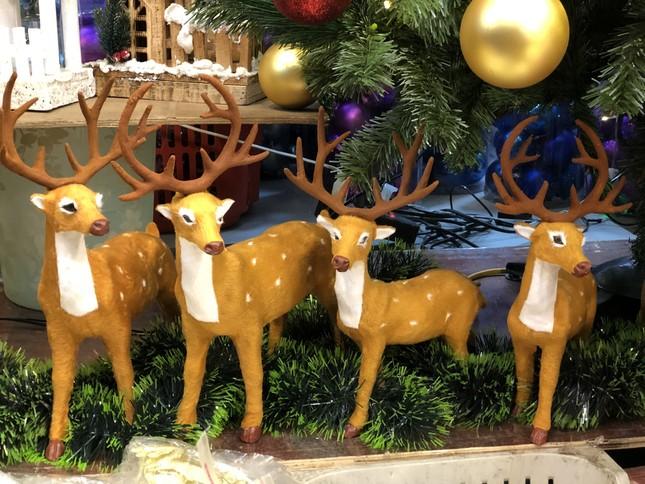 Nhộn nhịp thị trường đồ trang trí, quà tặng Noel ảnh 4