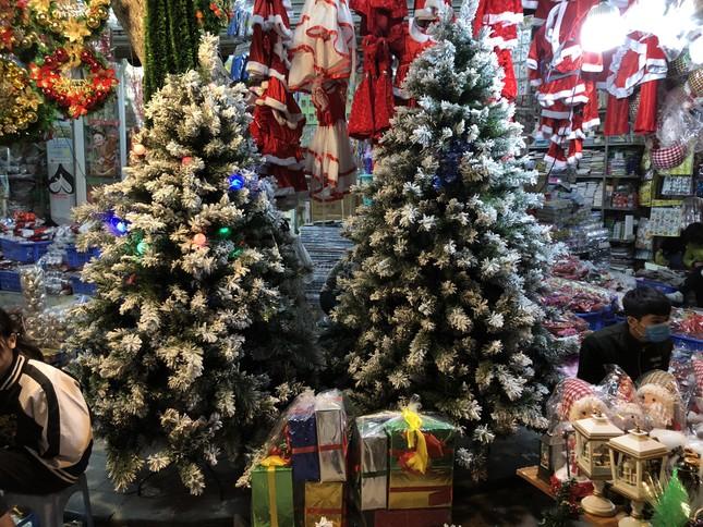 Nhộn nhịp thị trường đồ trang trí, quà tặng Noel ảnh 14