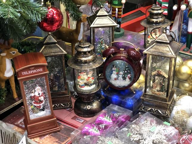 Nhộn nhịp thị trường đồ trang trí, quà tặng Noel ảnh 11