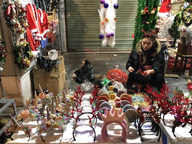 Nhộn nhịp thị trường đồ trang trí, quà tặng Noel ảnh 8