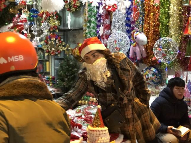Nhộn nhịp thị trường đồ trang trí, quà tặng Noel ảnh 6