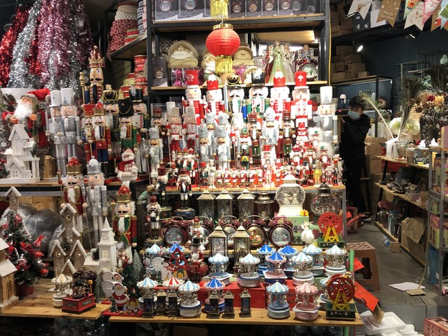 Nhộn nhịp thị trường đồ trang trí, quà tặng Noel ảnh 3