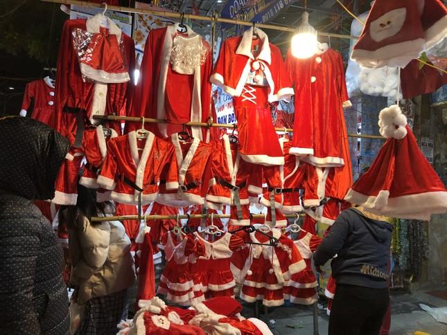 Nhộn nhịp thị trường đồ trang trí, quà tặng Noel ảnh 13