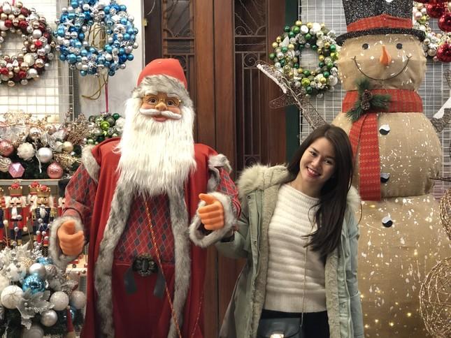Nhộn nhịp thị trường đồ trang trí, quà tặng Noel ảnh 1