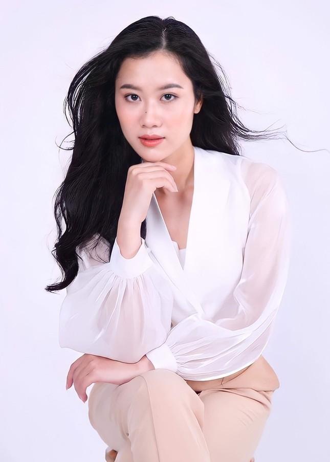 Nhan sắc nữ MC, diễn viên người Việt thắng giải tại Liên hoan phim Quốc tế Paris ảnh 1