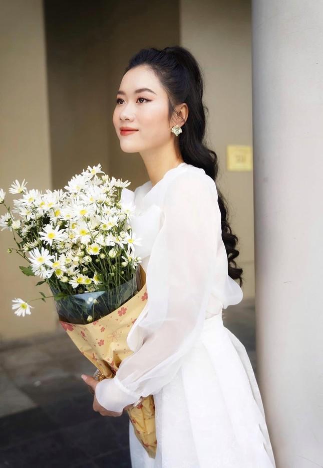 Nhan sắc nữ MC, diễn viên người Việt thắng giải tại Liên hoan phim Quốc tế Paris ảnh 4