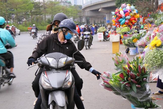 Hoa tươi sau Tết ở Hà Nội rớt giá thê thảm chưa từng thấy ảnh 8