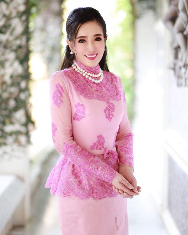 Hoa hậu Hoàn vũ Thái Lan U80 vẫn sở hữu body cân đối, nhan sắc trẻ trung ảnh 1